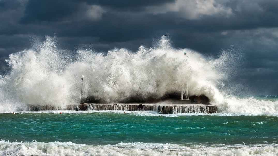 green and white tidal waves